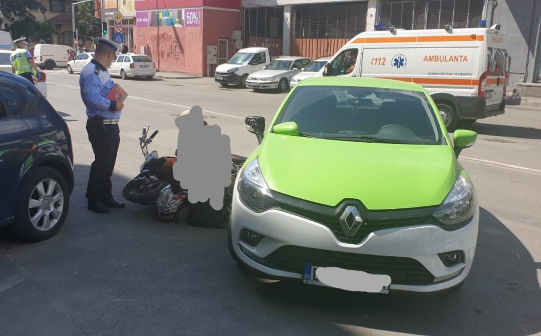 Photo of Accident pe strada Mică: Bărbat de pe moped lovit de un autoturism